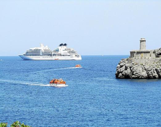 """Die """"Seaburn Quest"""" stattete der Bucht von Sóller im vergangenen Jahr einen Besuch ab. Künftig sollen es noch mehr werden."""