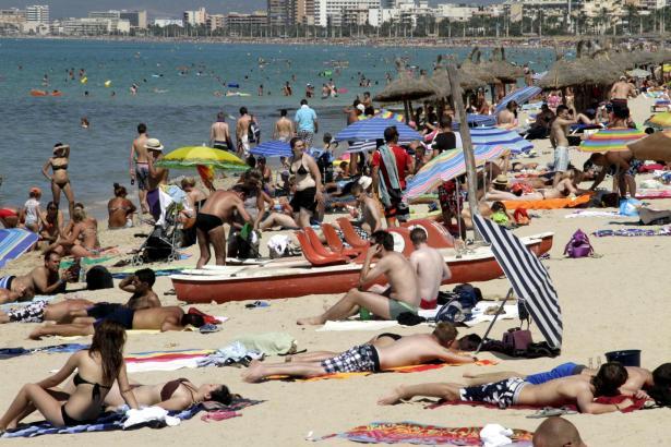 Während die Prognosen eine gute touristische Saison in Aussicht stellen , steht an der Playa de Palma auch der Sanierungsplan v