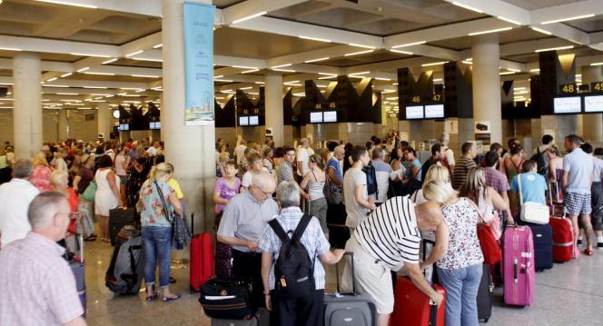 Die Wartezeit am Flughafen lässt sich künftig mit Gratis-Surfen im Internet überbrücken.