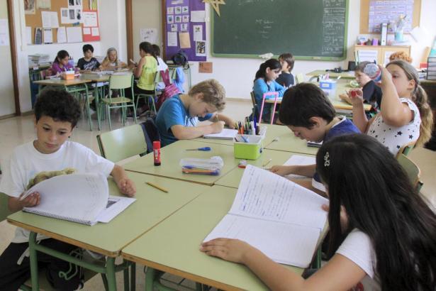 Der Gesetzentwurf sieht unter anderem mehr Englisch-Unterricht an Schulen vor.