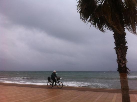 Seit Donnerstag vergangener Woche liegt Mallorca unter einer dichten grauen Wolkendecke, aus der anhaltender Regen fällt.