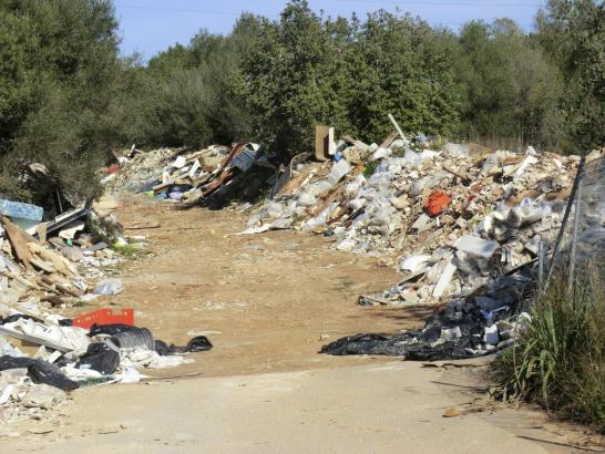 An manchen Feldwegen rund um Palma werden immer wieder illegal Bauschutt und Abfälle entsorgt.