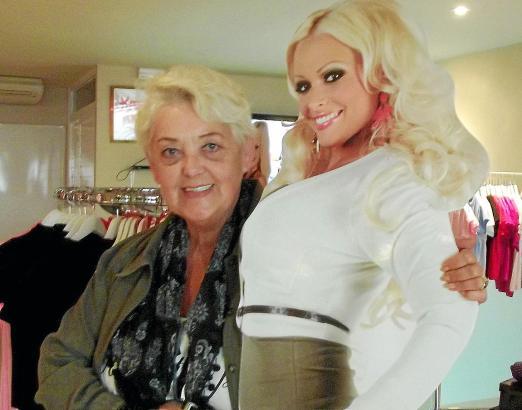 """""""Wie habe ich mitgefiebert bei der Brustvergrößerung, dass alles gut klappt"""", sagt Eva-Maria Steinel (l.), die aus Daniela Katze"""