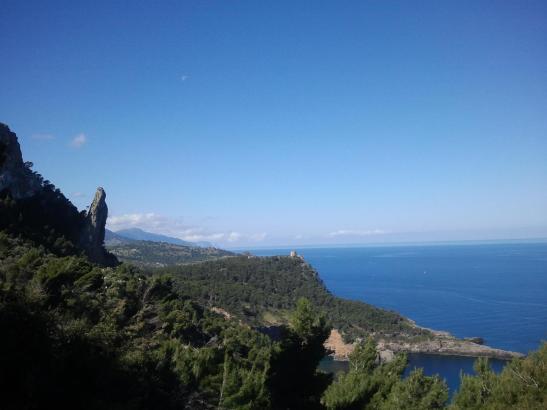 Nördlich von Sóller: Wo keine Wolken auftauchen, ist der Himmel blau wie die See.