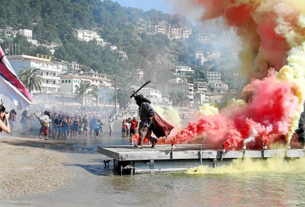 """Bei der Fiesta """"Moros i Cristians"""" herrscht Ausnahmezustand in Port de Sóller."""