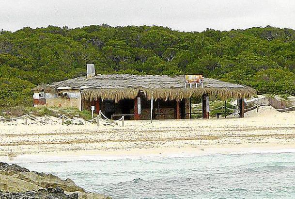 Beim Foto-Termin waren die Strandrestaurants noch verwaist.