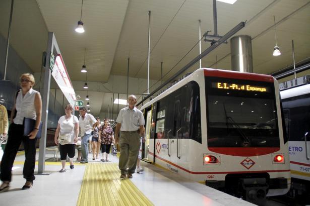 Etwas mehr als eine Million Passagiere hat Palmas Metro jährlich.