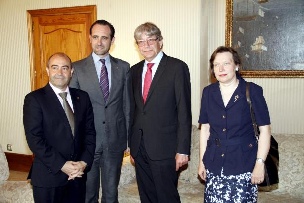Von links: Vize-Regierungschef Antonio Gómez, Ministerpräsident José Ramón Bauzá, Botschafter Reinhard Silberberg, Konsulin Regi
