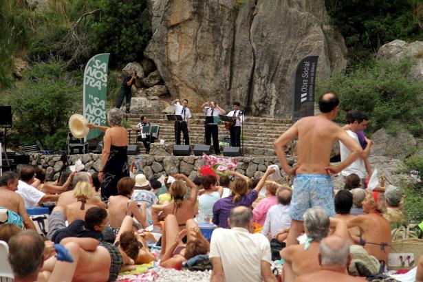 Badestimmung beim Konzert im Torrent de Pareis.