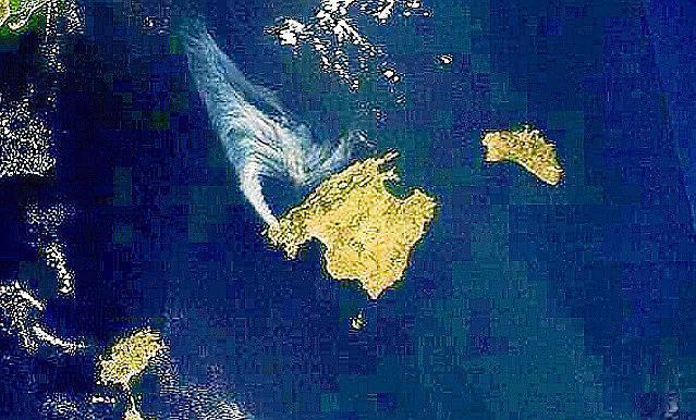 Auch auf dem Satellitenbild ist der Brand zu sehen.