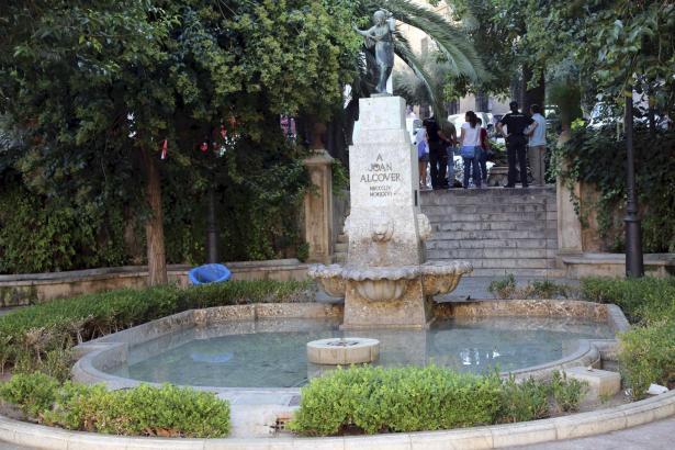Der Tote wurde unweit der zentralen Plaça de la Reina aufgefunden.