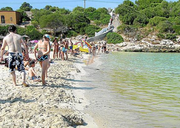 Auch der Strand der Cala Marçal bei Felanitx wurde vorübergehend für Badende gesperrt.