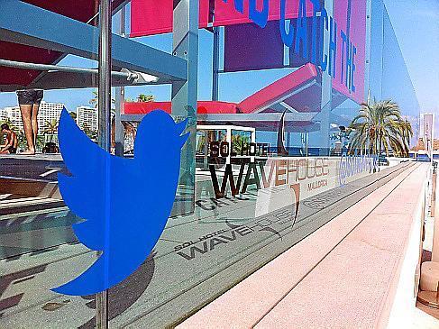 Im Zeichen des Twitter-Vogels.