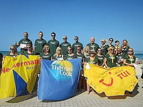 Mitarbeiter deutscher Reiseveranstalter präsentierten gemeinsam mit dem Hotelverband Playa de Palma das Umwelt-Faltblatt.