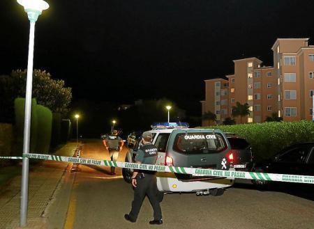 Die Polizei ermittelt am Tatort in Sa Coma, an der Ostküste von Mallorca.