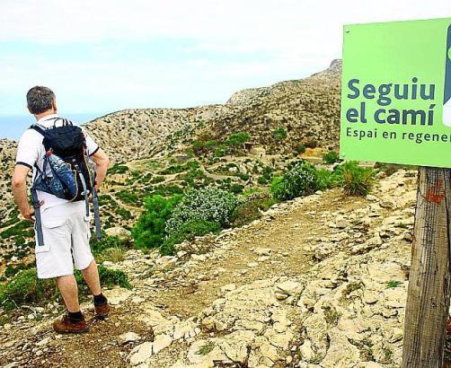 Schilder weisen die Wanderer in La Trapa darauf hin, dass man die Wege nicht verlassen soll, um keine Pflanzentriebe zu zerstöre