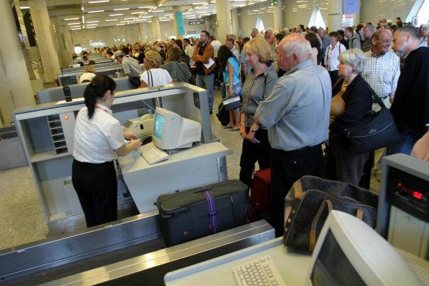Der Koffer kann je nach Airline und Anmeldung teuer werden.