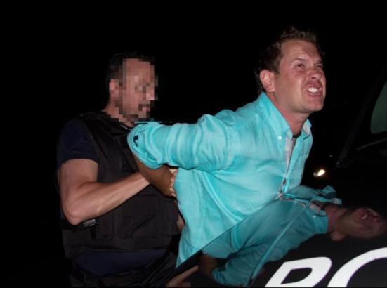In dem Video ist zu sehen, wie Partysänger Peter Wackel festgenommen wird.