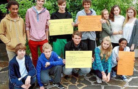 Plakatarbeit und engagierte Diskussionen: SchülerInnen der Klassen 9 und 10 der Deutschen Schule Eurocampus in Palma de Mallorca