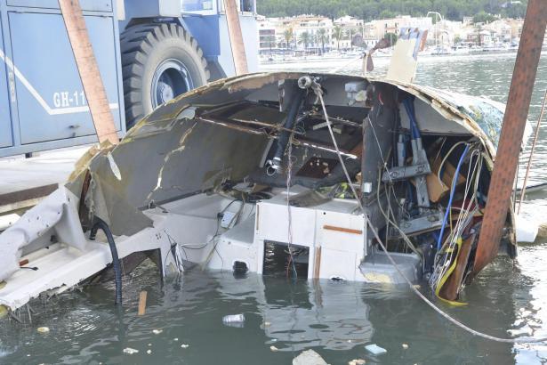 Wrackteile des gesunkenen Segelboots in Port d'Andratx.
