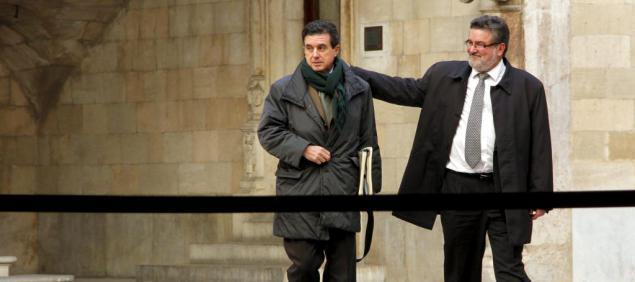 Jaume Matas und sein Verteidiger Miquel Arbona vor dem Gerichtsgebäude.