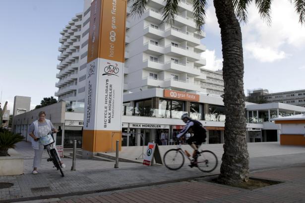 Eines der Hotels an der Playa de Palma, das sich in der kalten Jahreszeit auf Radsporttouristen spezialisiert hat.