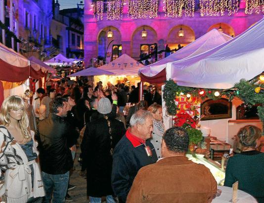 Da kommt Christmas-Feeling auf: Der Weihnachtsmarkt im Pueblo Español lockt mit einem vielseitigen und hochwertigen Angebot in s