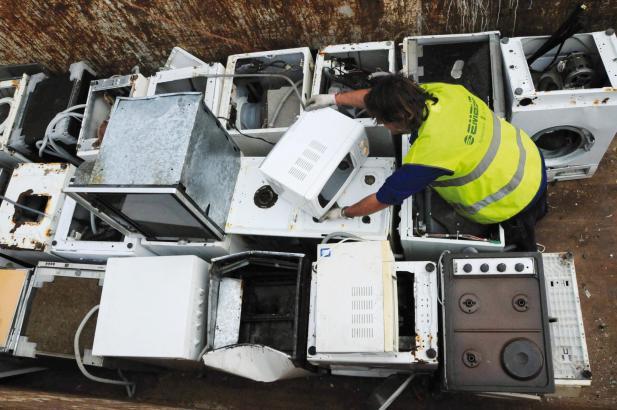 Elektrogeräte, die als Sperrmüll von Emaya entsorgt werden.