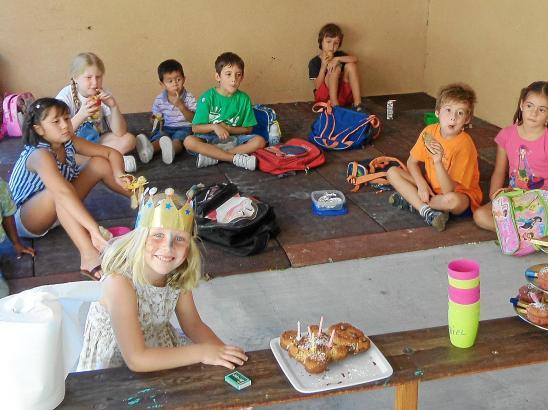 Ihren fünften Geburtstag hat Julia natürlich mit der ganzen Schule gefeiert.