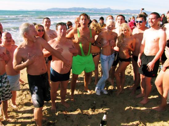 Vor dem Bad im Mittelmeer posierten die Teilnehmer noch kurz für den MM-Fotografen.