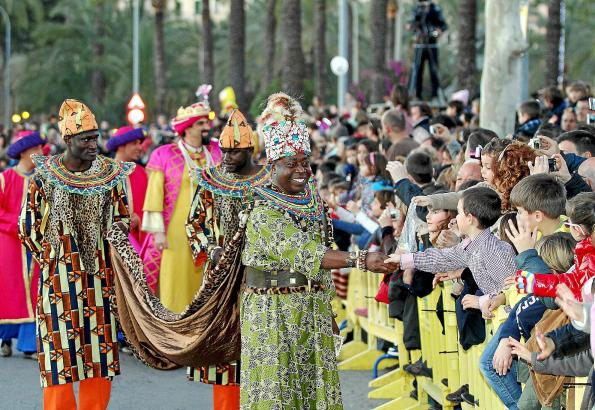 Tausende von kleinen und großen Fans werden am Sonntagabend ihren Weg säumen: Die Heiligen Drei Könige bei ihrem Umzug durch Pal