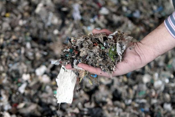 Bei den Müllimporten handelt es sich zumeist um zerkleinerte Plastikabfälle.