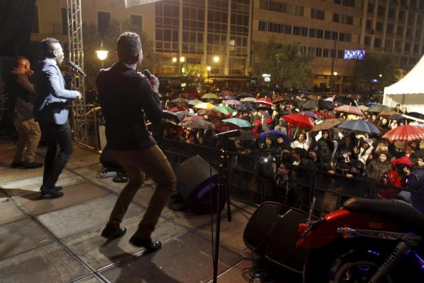 Trotz Regens feierten tausende Zuschauer – wie hier auf der Plaza del Olivar.
