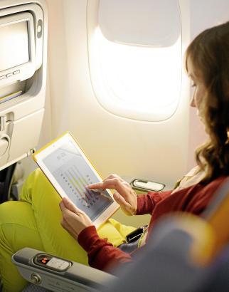 Im Gegensatz zum Laptop kann ein Tablet künftig während des ganzen Flugs benutzt werden.