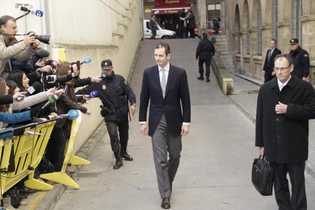 Im Februar 2012 schritt Iñaki Urdangarin zu Fuß die Rampe zum Gerichtsgebäude in Palma hinab.