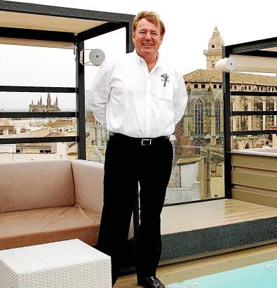 Peter Ödlund auf der Dachterrasse seines Hotels Palma Suites, mitten im ehemaligen Rotlichtviertel der Altstadt.