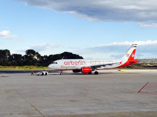 Die Air-Berlin-Maschine im neuen Werbe-Design landete erstmals am 28. Januar in Palma.