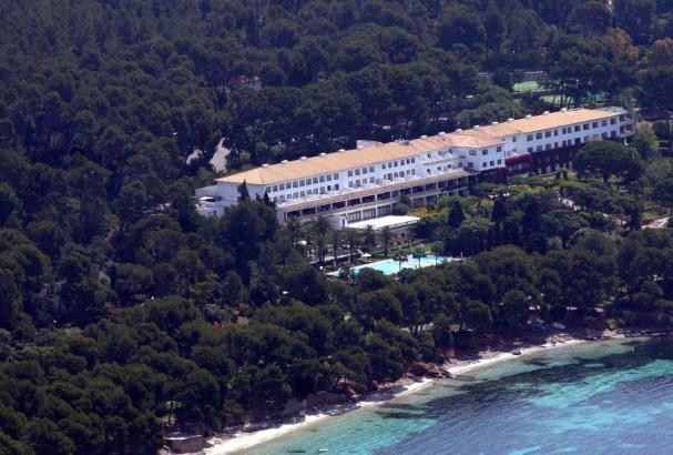 Luftaufnahme des Hotels Formentor im Norden Mallorcas.