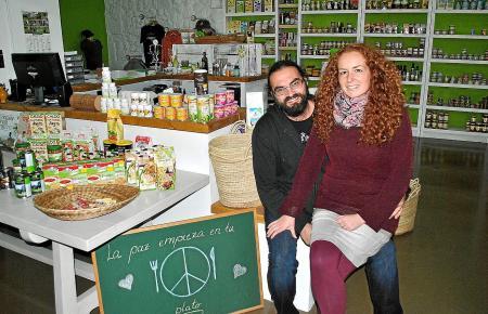 """Vegane Produkte im Herzen des Calatrava-Viertels: Patrick und Sarah Schell haben """"Lo Vegano"""" gegründet."""