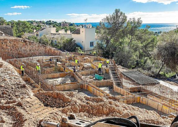 """Bauen mit Aussicht an den Hängen von Portals: Die Bauarbeiten des """"Portals Hills"""" schreiten voran."""