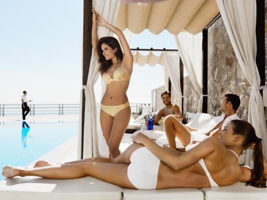 Nur für Frauen, allerdings nicht am Poolbereich des Hotels Barceló Illetas Albatros. Da dürfen auch Männer liegen.