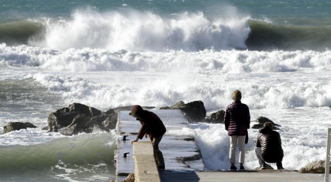 Das Meer war am Dienstag noch sehr aufgewühlt.