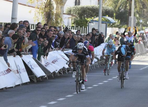 Auf den letzten Metern machte Gianni Meersman alles klar. Rechts neben ihm hat Ben Swift noch nicht aufgegeben.