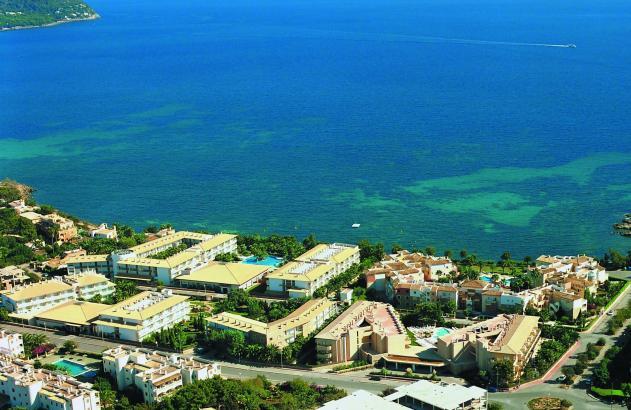 Das Grupotel Esperanza Mar liegt in erster Meereslinie in Cala Bona.