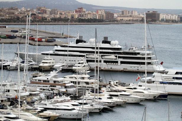 """Zum ersten Mal in Palma: Die Superyacht """"Katara"""" im Club de Mar."""