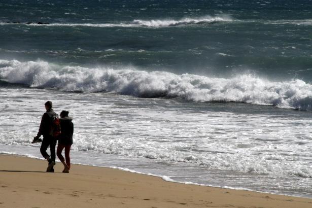 Schon am Montag war das Meer an Mallorcas Stränden sehr aufgewühlt.