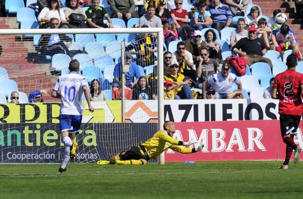 Wenige Minuten vor dem Schlusspfiff kann Real-Mallorca-Keeper Rubén Miño den Strafstoß von Luis García parieren.
