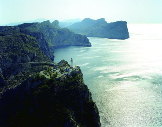 Der Leuchtturm am Kap Formentor auf Mallorca lockt selbst ohne Übernachtungsbetrieb jedes Jahr Tausende Besucher an.