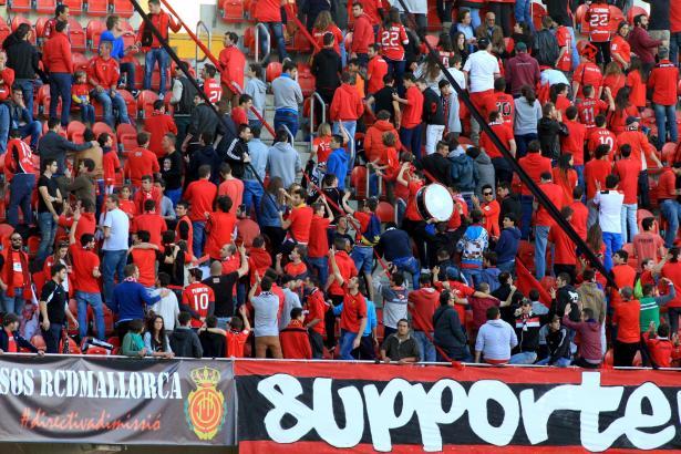 Die Fans drehten der Klubführung demonstrativ den Rücken zu.