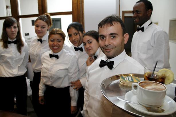 Bei den Tarifverhandlungen geht es um die Gehälter der Beschäftigten in Hotellerie, Gastronomie und im Beförderungswesen (Fahrer